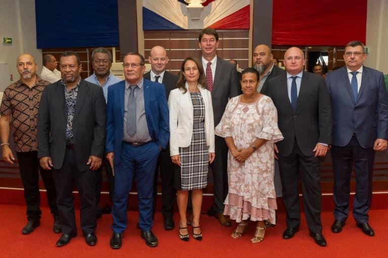 Chute du gouvernement de la Nouvelle-Calédonie après la démission des cinq membres indépendantistes