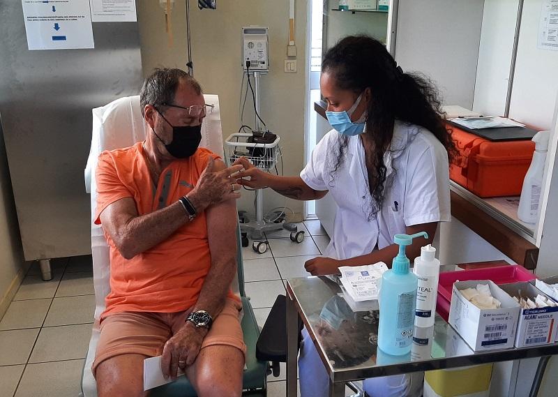 Polynésie : La vaccination élargie aux plus de 60 ans, aux « professionnels essentiels » et aux Îles sous-le-vent