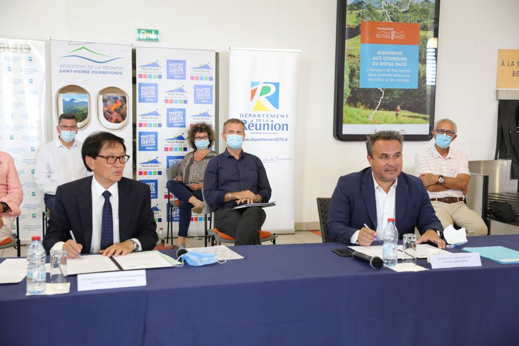 Signature de la convention cadre entre la Région Région et le Syndicat Mixte de Pierrefonds pour le développement de l'aéroport sud