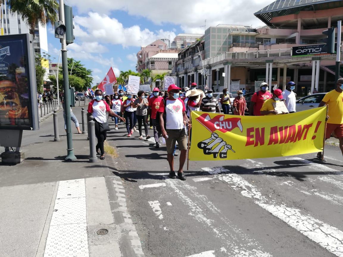 Crise sanitaire en Guadeloupe : Des milliers de manifestants dans les rues