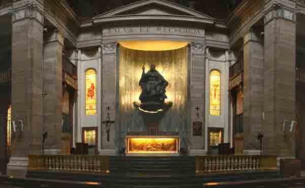 Salida del féretro del beato Álvaro de la basílica de San Eugenio (Roma)