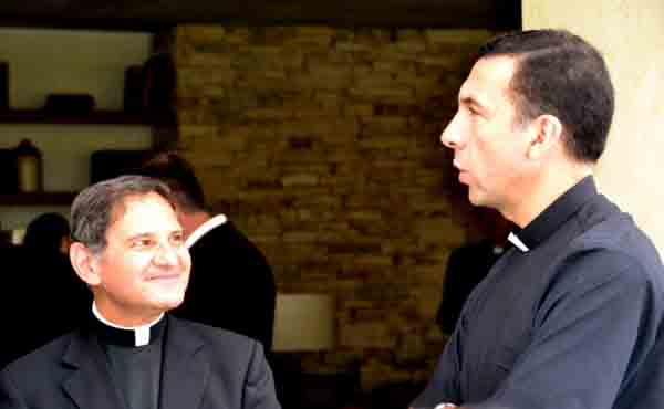 المساعدة لعيش الدعوة الكهنوتية