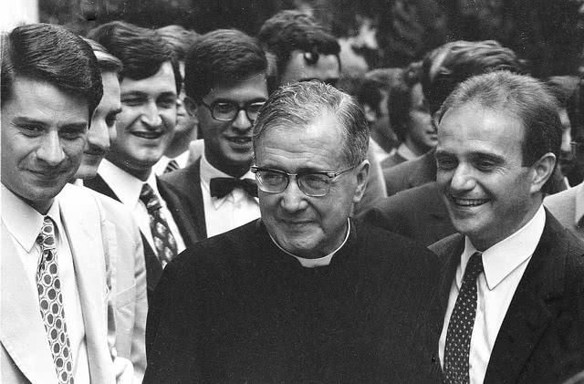 Welche politische Einstellung hatten die ersten Mitglieder des Opus Dei?
