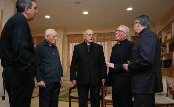 ¿Qué es la Sociedad Sacerdotal de la Santa Cruz?