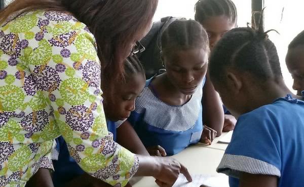 #SparkHappyEndings: La campaña de Navidad del IESE recauda fondos para un proyecto educativo en el Congo