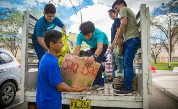 """Las inundaciones de """"El Niño"""" activan a los universitarios de Piura"""