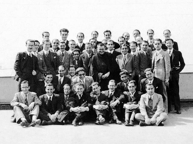 In welcher der beiden Kriegsparteien wurden die ersten Mitglieder des Opus Dei eingezogen?