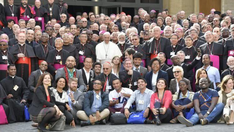 Synoda o mládeži byla dobrým vinobraním a slibuje dobré víno