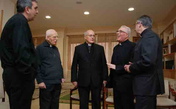 Was ist die Priestergesellschaft vom Heiligen Kreuz?