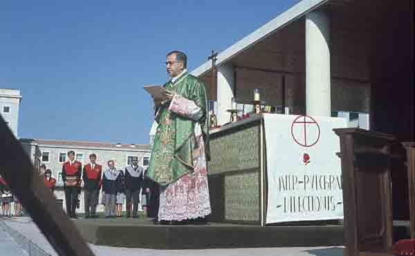 S:t Josemarías predikan: Att lidelsefullt älska världen