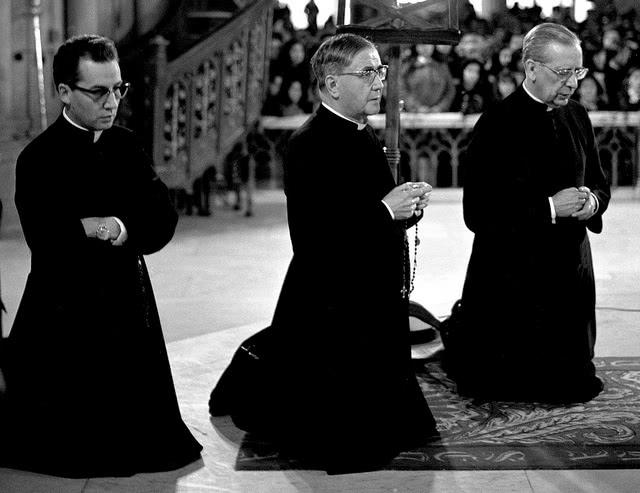 8. Que espécie de pensamento político tinham os primeiros membros do Opus Dei?