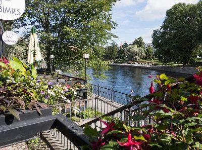 Kesäinen maisema Tampereelta joen varrelta
