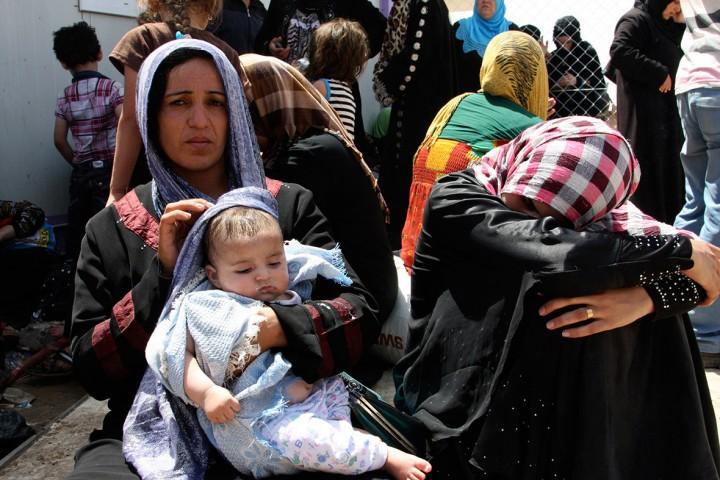 Moeders vluchten voor de oorlog van de jihadisten