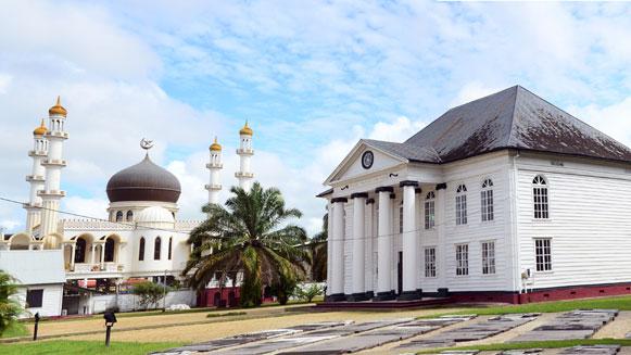 moskee-en-synagoge-paramari.jpg