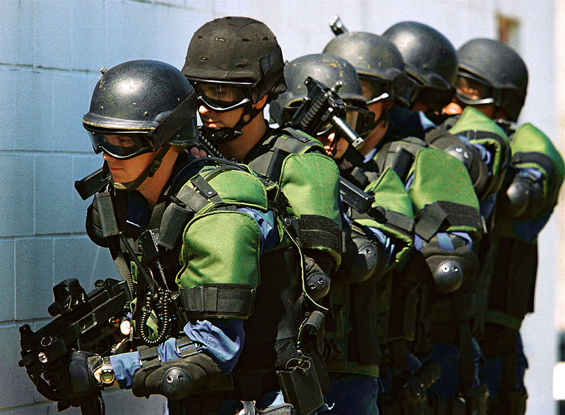 800px-us_customs_and_border_protection_officers.jpg