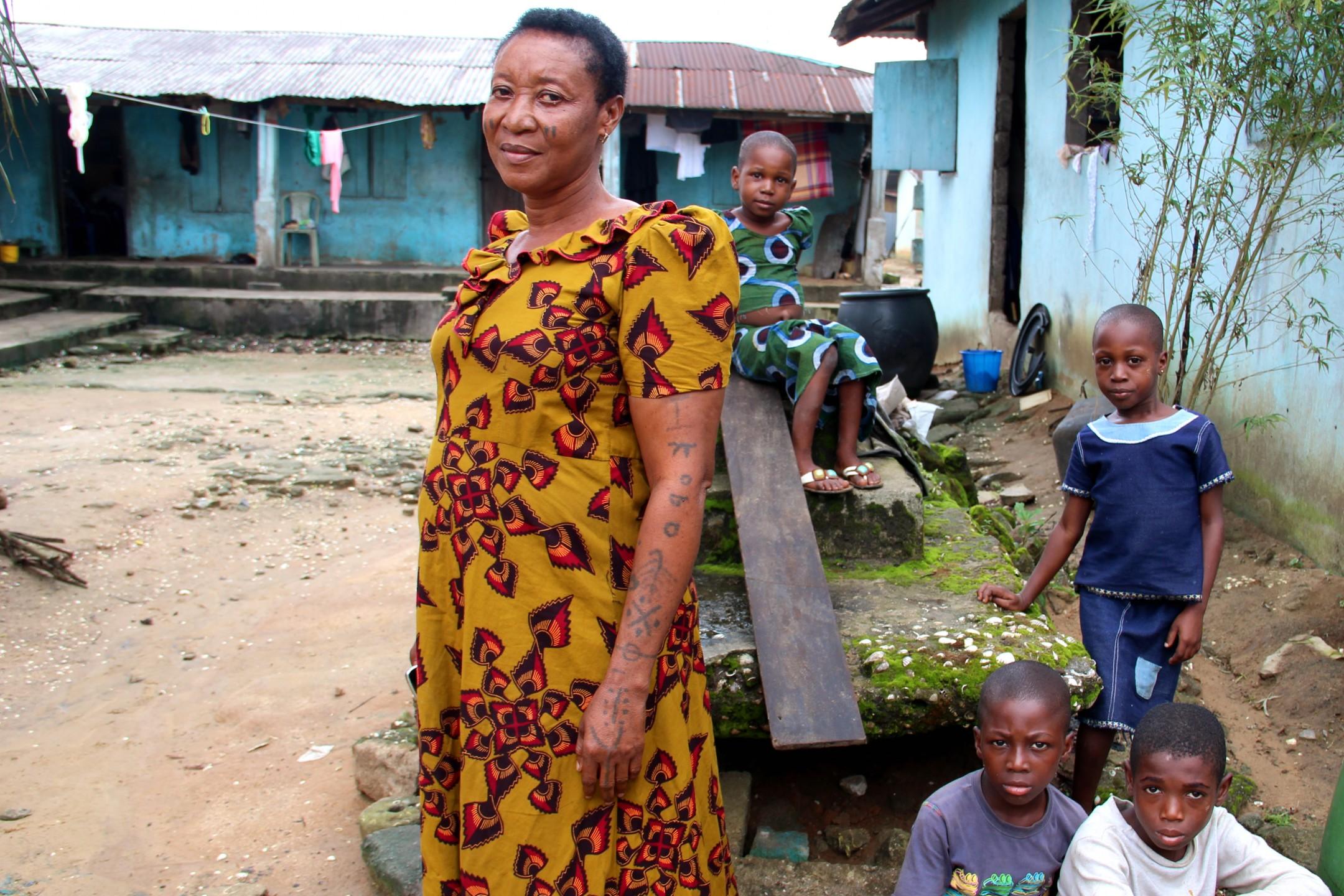 Portretten van dorpelingen uit Bodo, Nigeria.