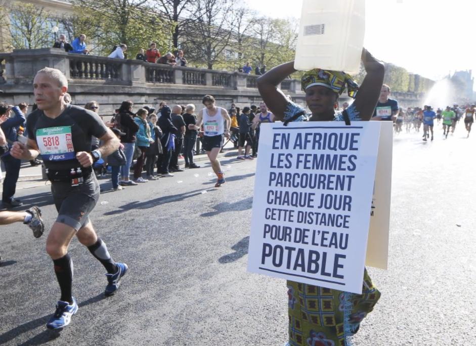 Protest Sanneh tijdens marathon van Parijs