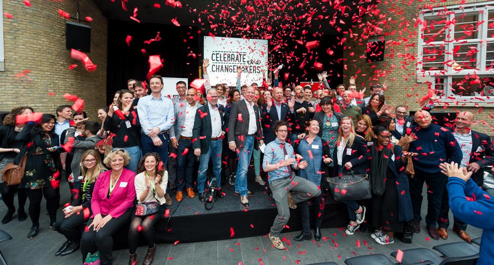 Sociale ondernemers op het podium bij Europese lancering B Corp. Foto: Ruud van der Graaf