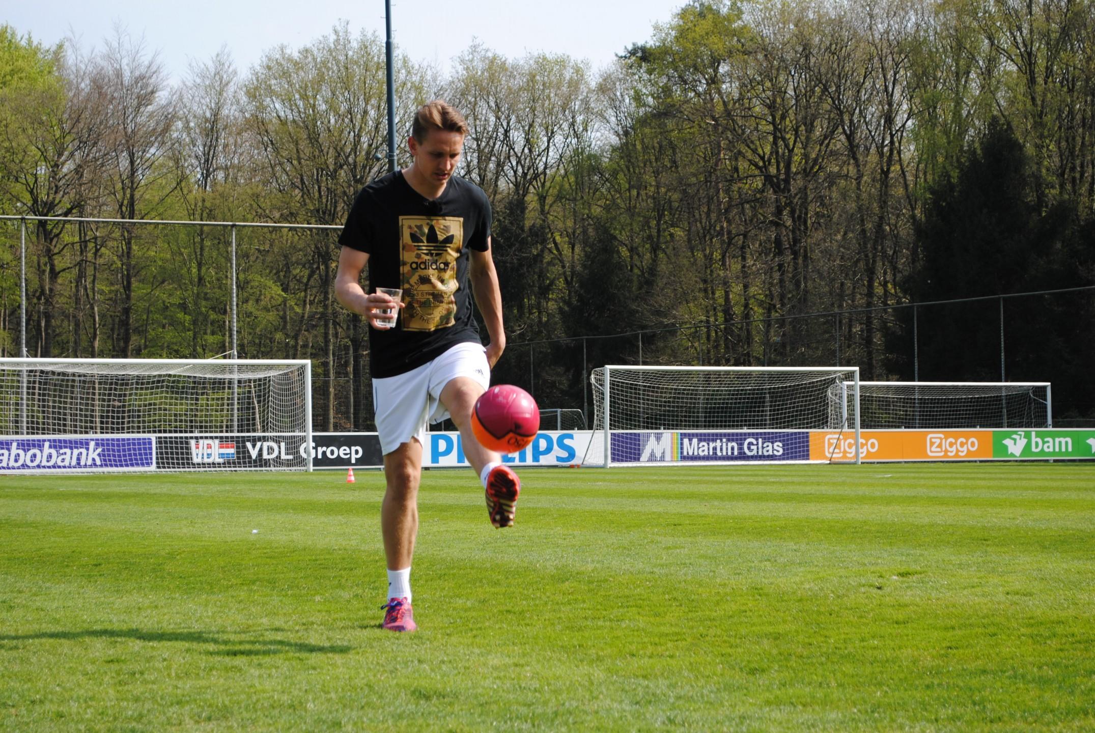 Luuk de Jong waterdrager Football for Water