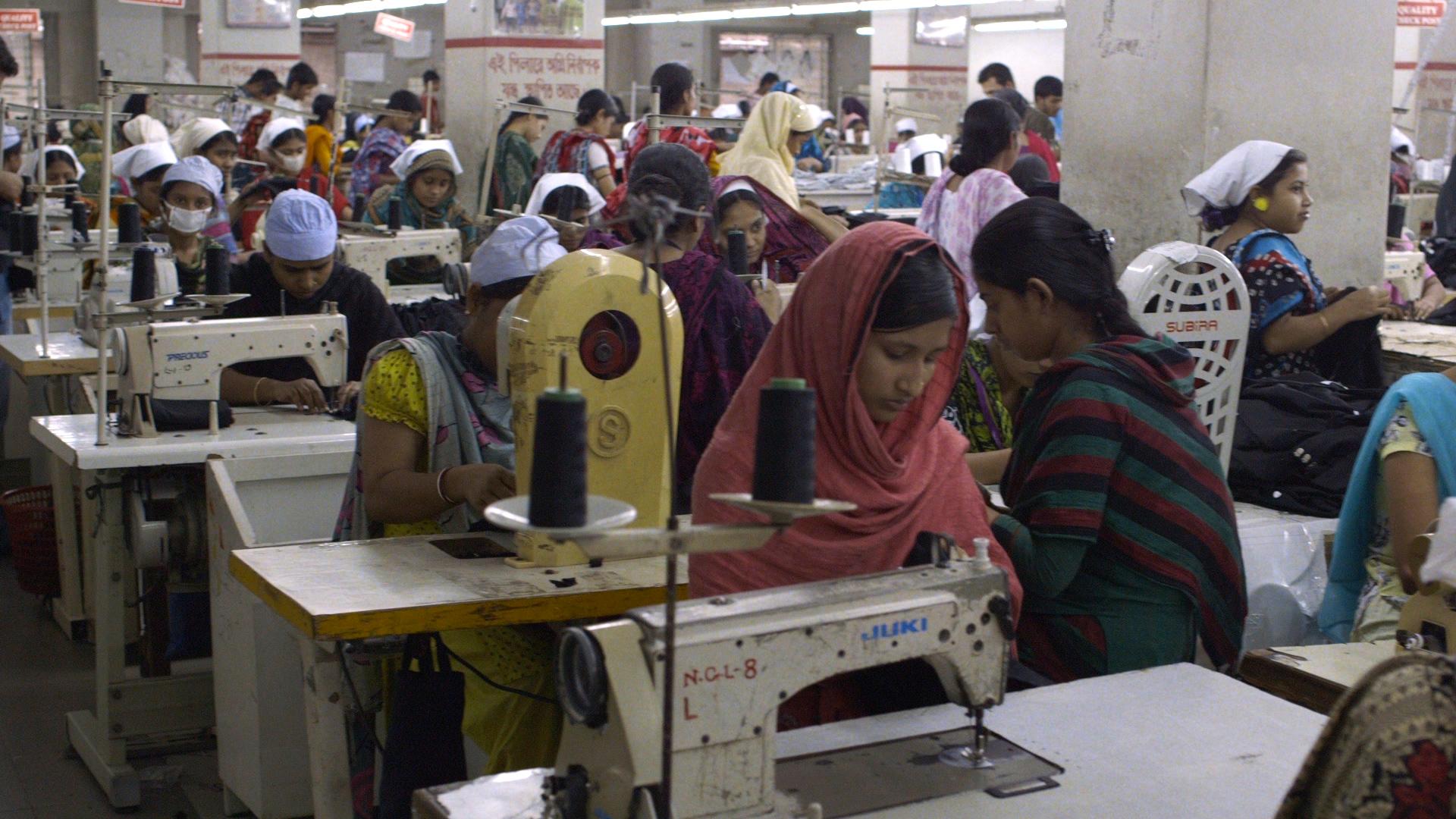Documentaire The True Cost laat zien hoe de kledingindustrie van begin tot eind verstoord is, met schokkende beelden uit Bangladesh, India en Cambodja