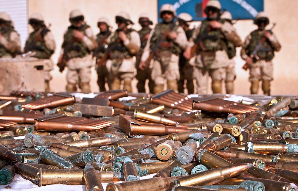 Verzekeringsgroepen investeren 6,8 miljard euro in controversiële wapenhandel