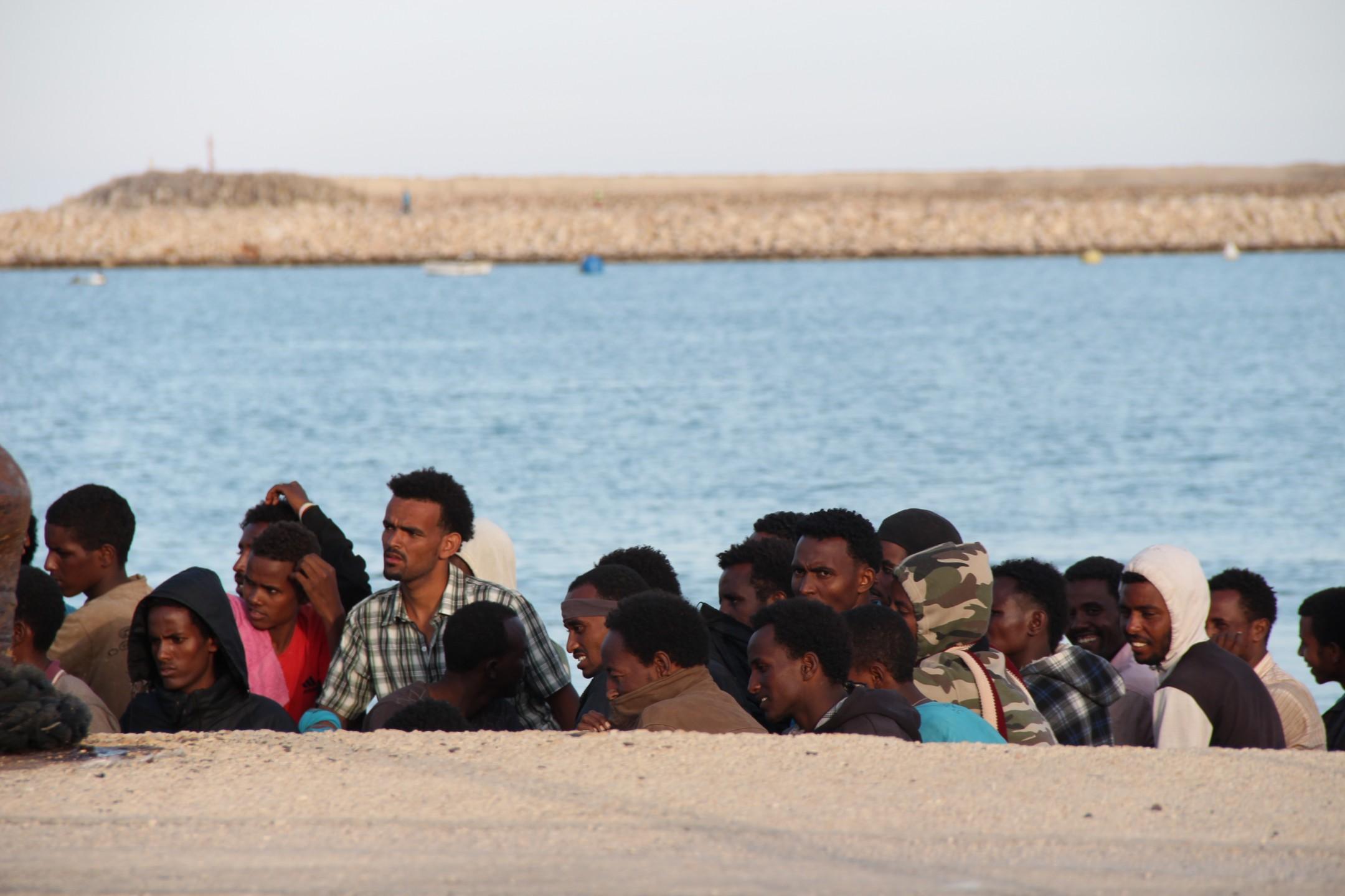 Bootvluchtelingen komen aan in Pozzallo (door Gabrielle Ader)
