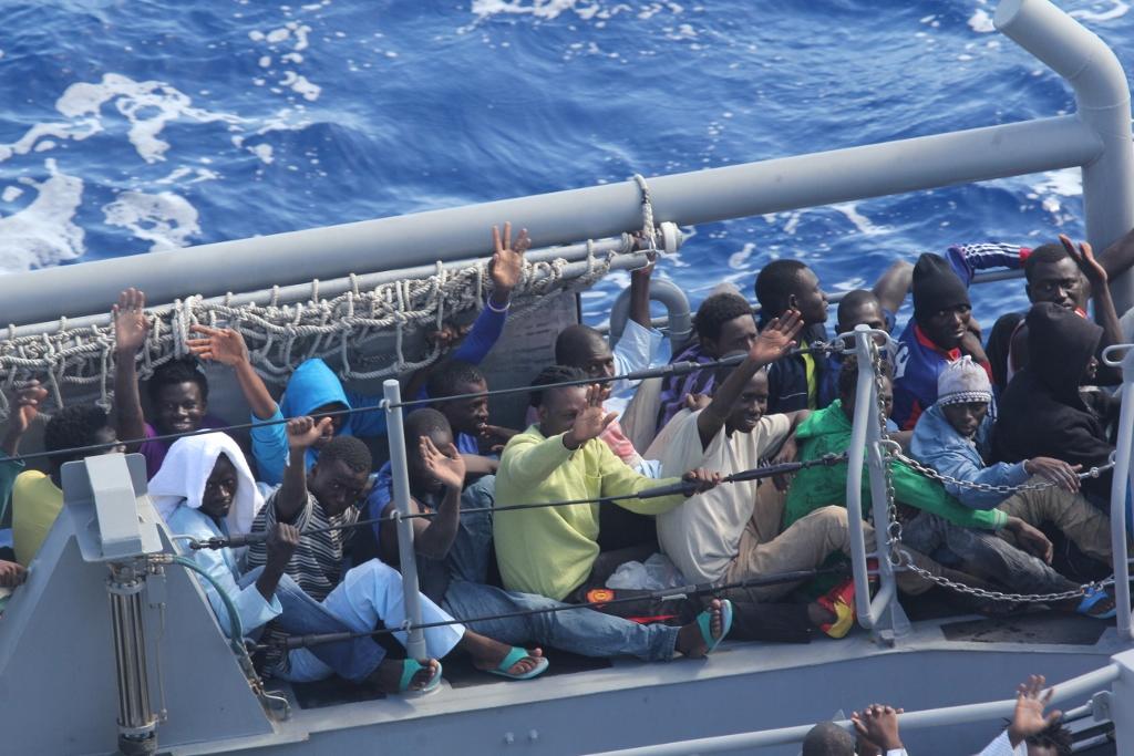 Migranten komen met boten aan op Malta