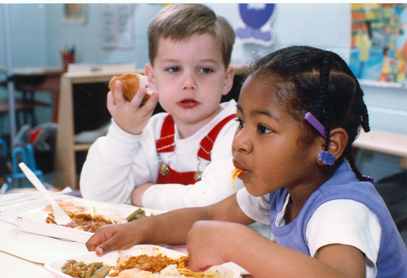 Kinderen op school groente en fruit