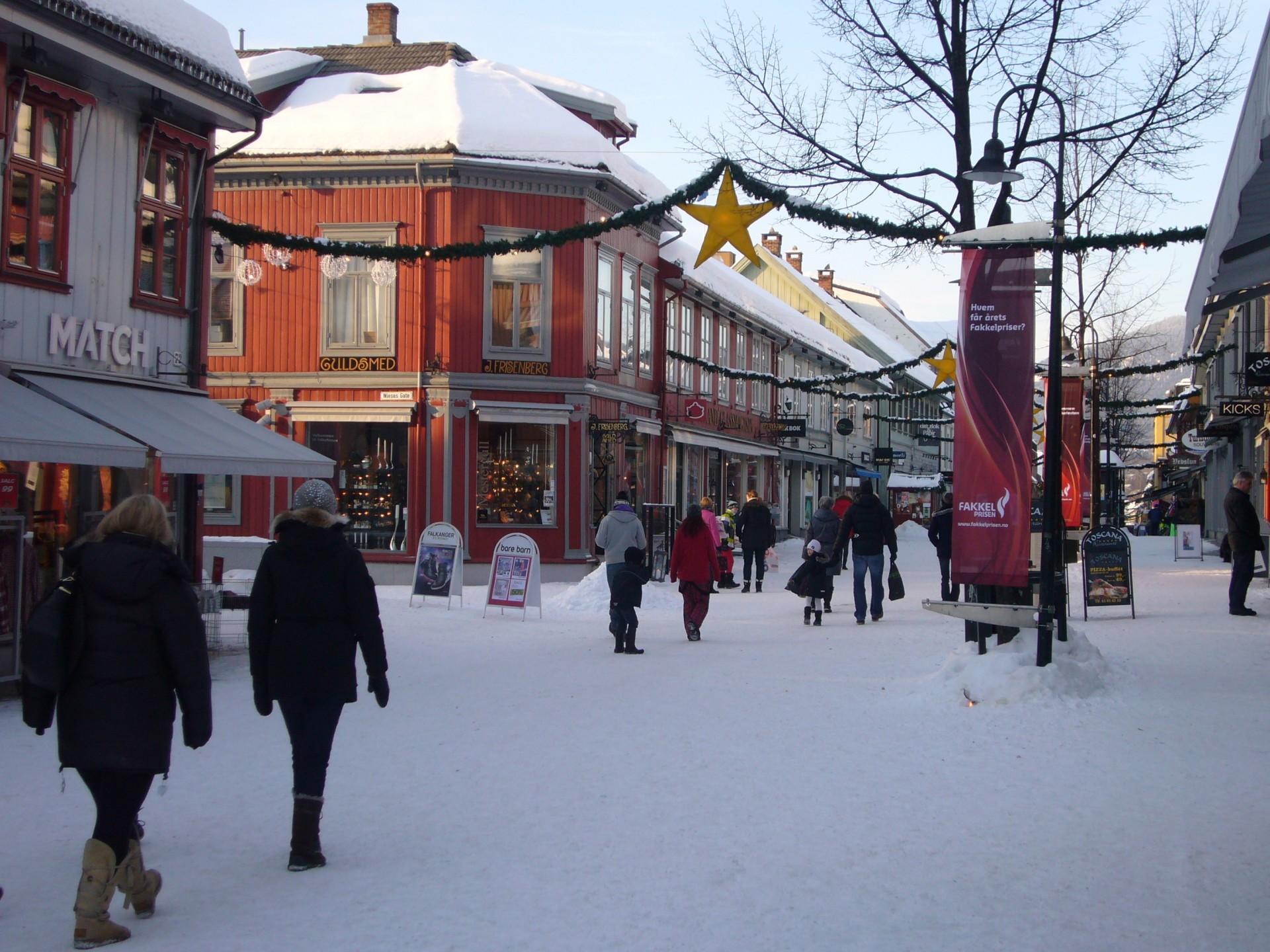 hoofdstraat in Lillehammer noorwegen, waar de Global Shining Light Awards werden toegekend