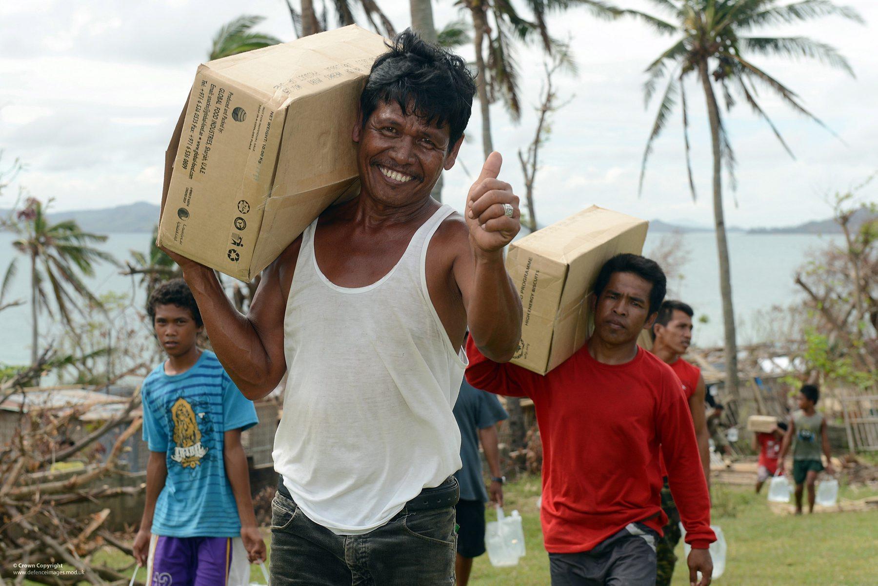 Hulp Filipijnen na tyfoon Haiyan. Beeld: Flickr.cc,