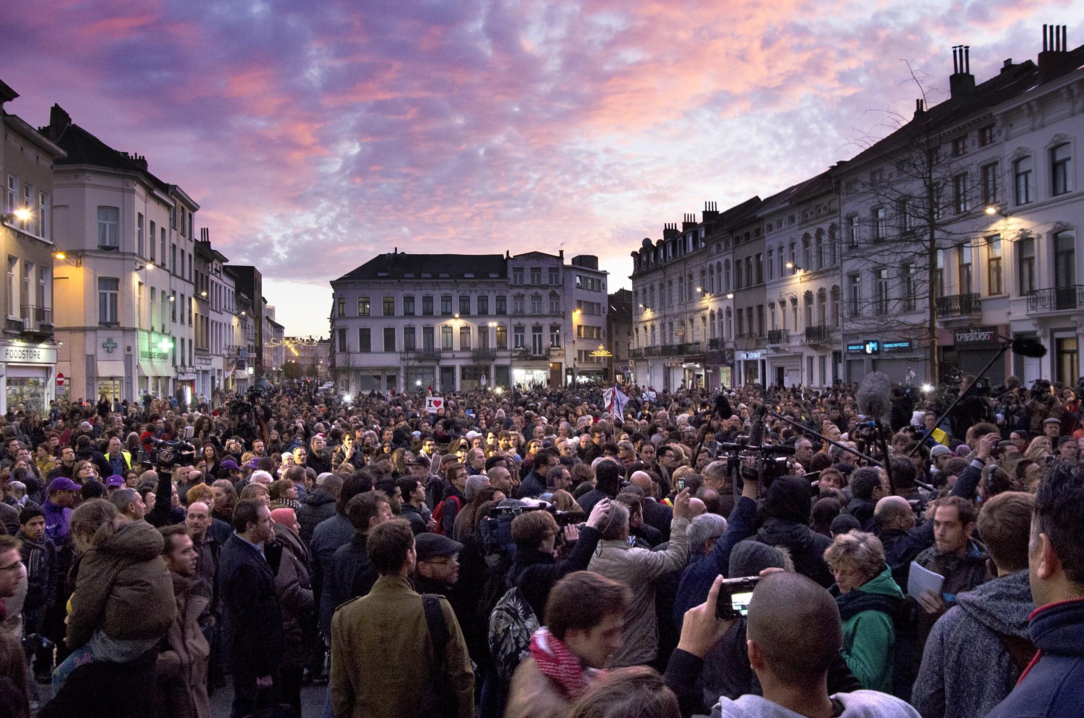 Woensdagavond kwamen ze bijeen op het gemeenteplein in Molenbeek voor een solidariteitsactie.