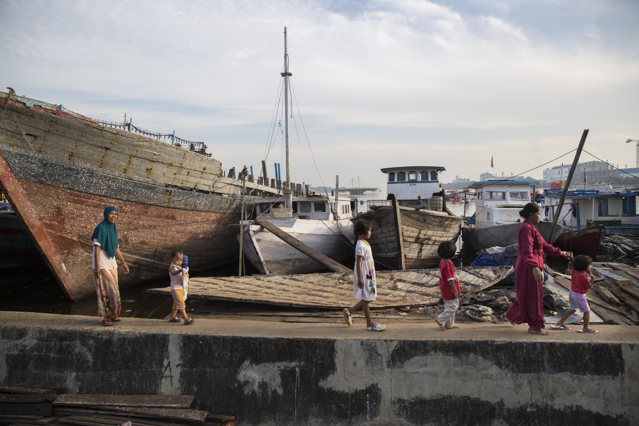 Het leven achter de zeemuur van Jakarta