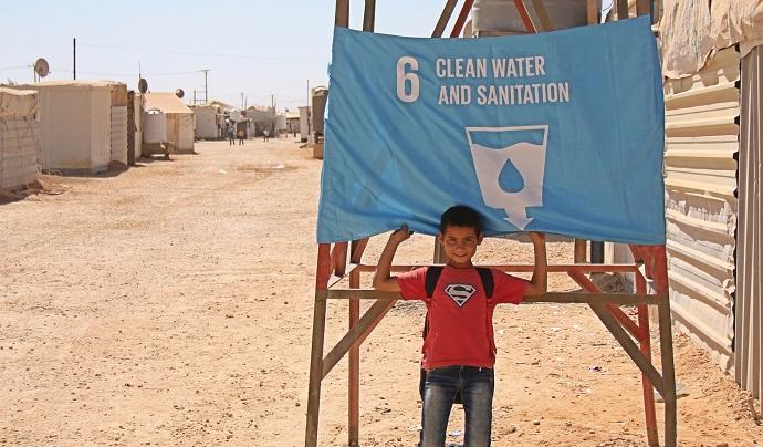 global-goals-a-child-raises-a-flag-in-jordan.jpg