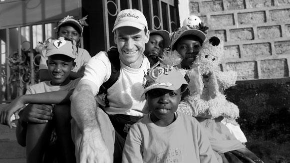 Vrijwilligerswerk naar weeshuis brengt grote risico's mee voor kinderen