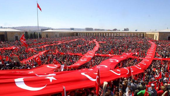Turken tonen hun steun aan president Erdogan