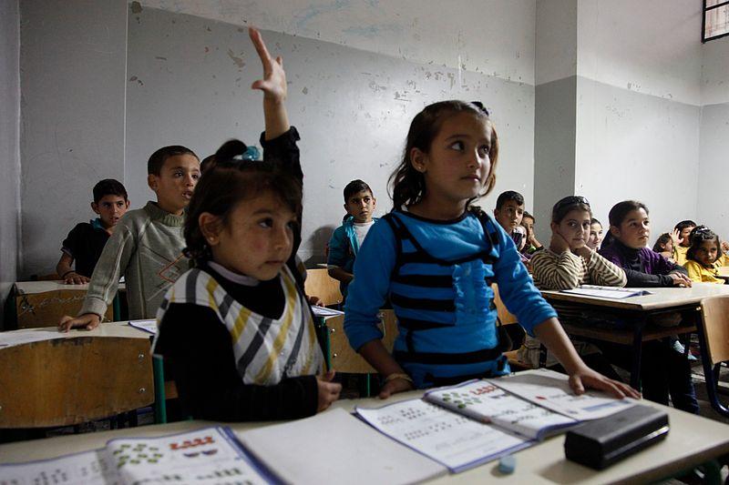 syrian_refugee_children_in_a_lebanese_school_classroom_15101234827.jpg