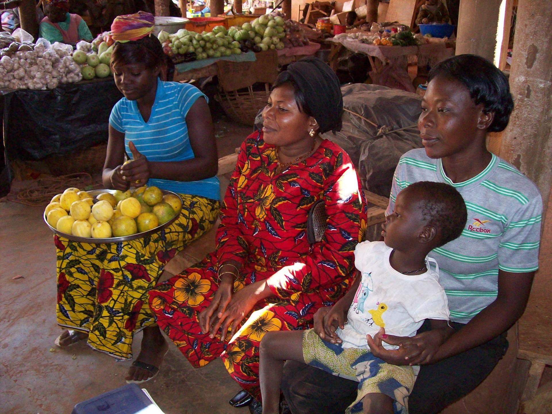 Vrouwen op de markt van Kongoussi