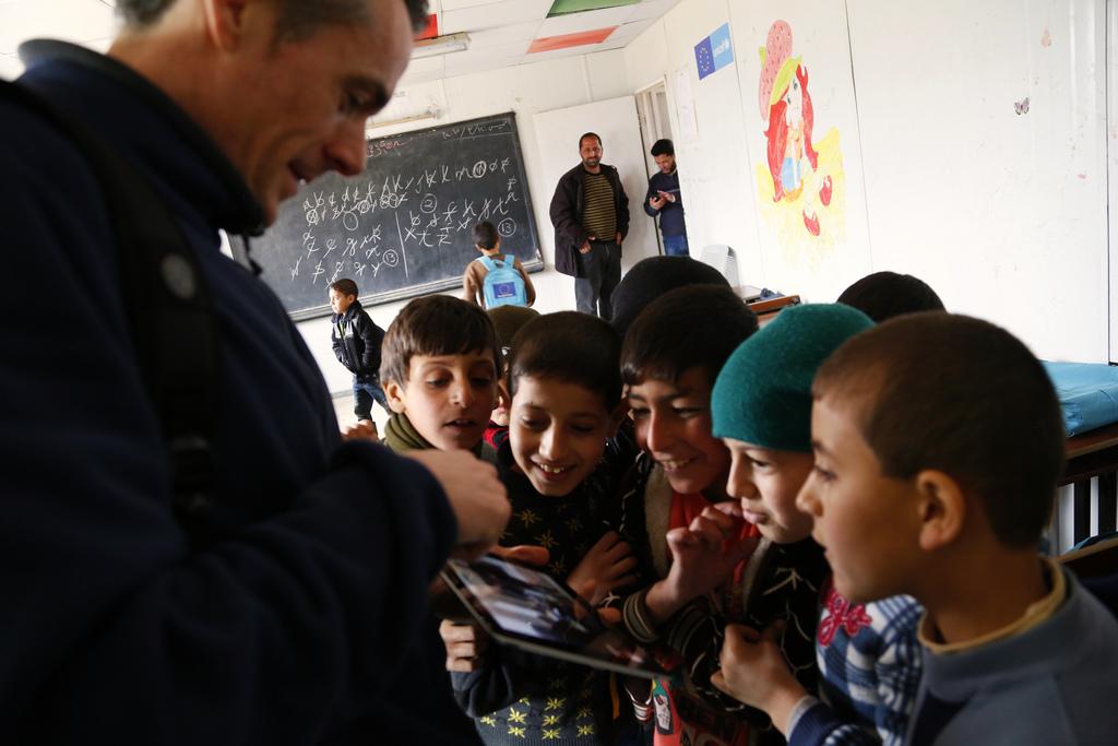 Engelse onderwijzer in het Zaatari vluchtelingenkamp, Jordanie