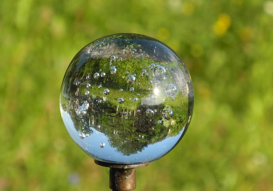 glass-ball-739527_960_720.jpg