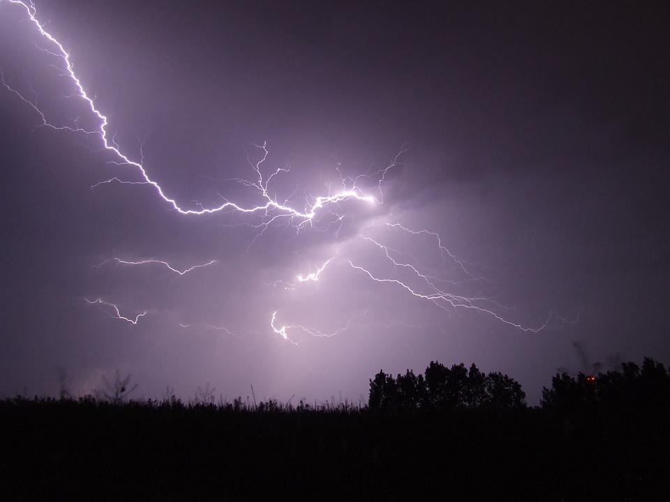 lightning-342341_960_720.jpg