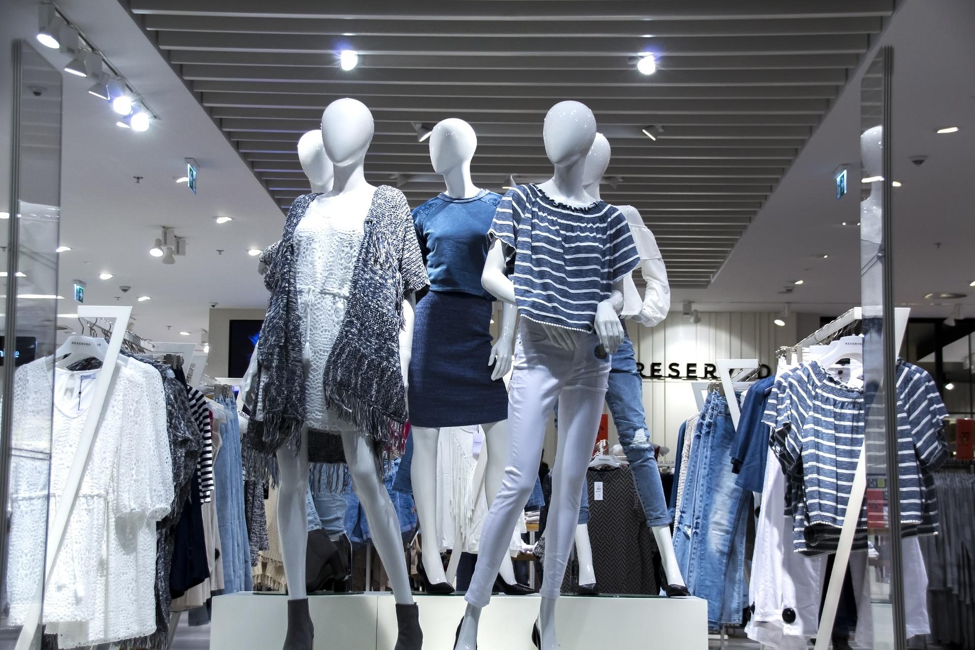 shopping-mall-1316787_1920.jpg