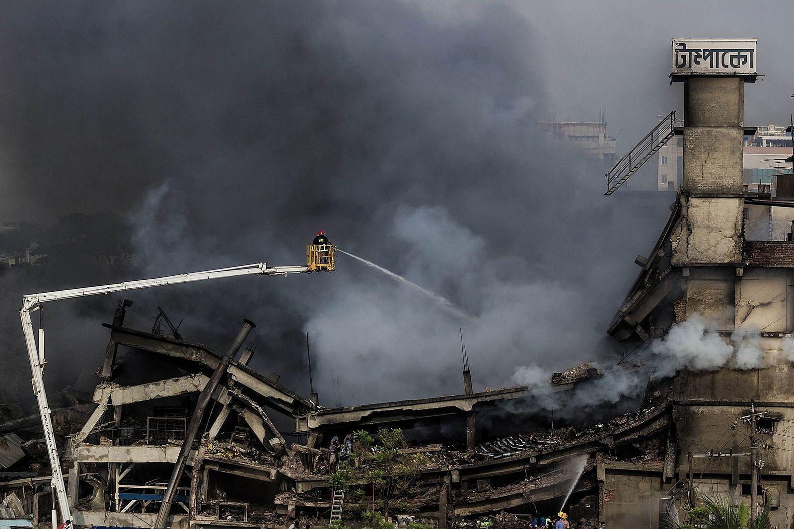 bangladesh_fire_at_tampaco_foils_factory.jpg
