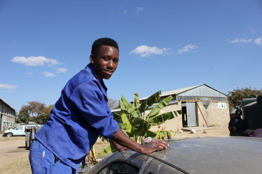 Alan (21) Zimbabwe