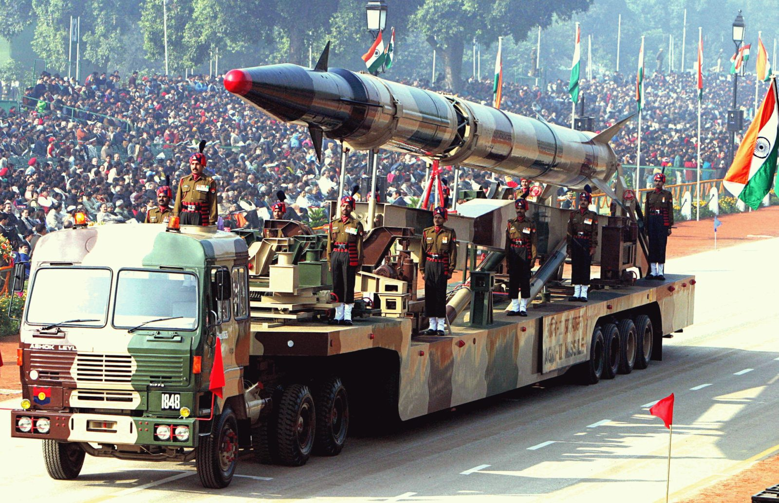 Agni-II_missile_Republic_Day_Parade_2004