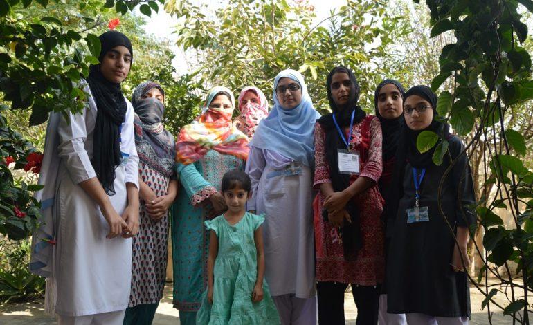 drie-zussen-en-hun-dochters-met-Kiran