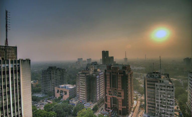 1024px-Smog_in_the_skies_of_Delhi_India