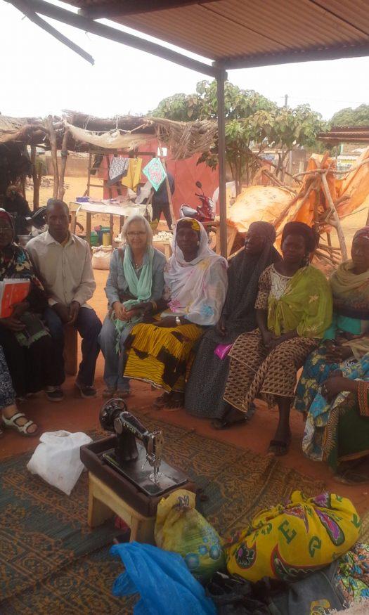 Lenie-bij-een-vrouwengroep-in-Burkina-Faso