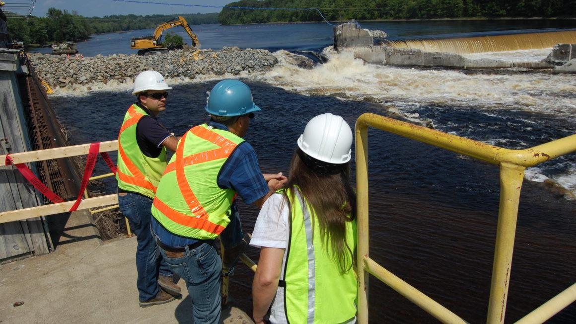 Flickr-Penobscot-River-Restauration-Trust-Een-deel-van-de-Veazie-Dam-in-de-Penobscot-rivier-wordt-afgebroken