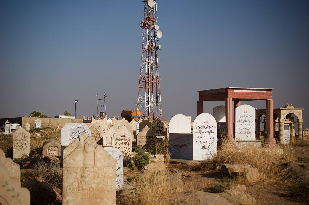 Yezidi_cemetery_in_Shexan_2