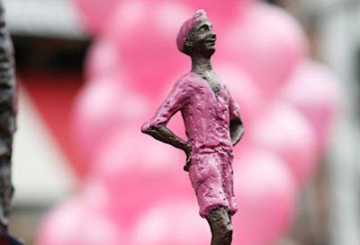 roze-lieverdje-2010bijsnede